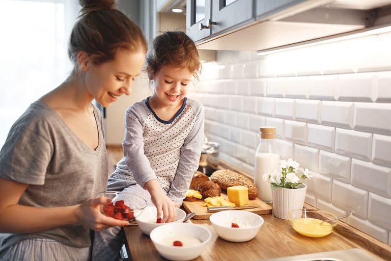 Für einen guten Start in den Tag das richtige Frühstück für Kinder.